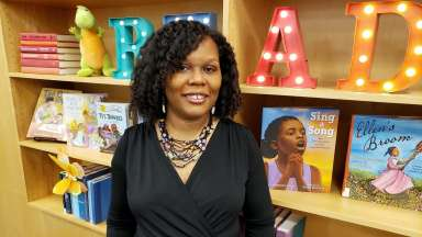 2021 Piedmont Laureate Kelly Starling Lyons stands in front of book shelf