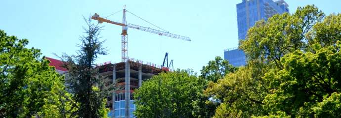 crane in skyline near park